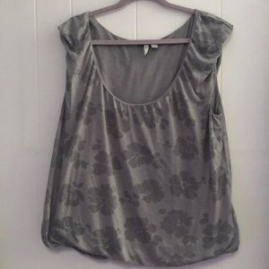 Gray floral print top